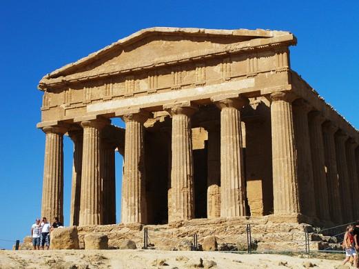 Templo da Concórdia [Fonte: http://cdn1.images.touristlink.com/repository/T/E/M/P/L/E/O/F/temple-of-concordia-agrigento-sicily-italy.jpg]